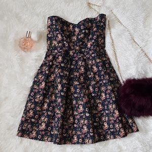 👒VINTAGE BANDAID PLEATED SWEETHEART FLORAL DRESS
